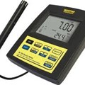 Máy đo pH/nhiệt độ điện tử để bàn MARTINI Mi180