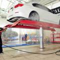 Cầu nâng 1 trụ rửa xe ô tô Ấn Độ lắp nổi Shark –SH04