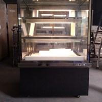Tủ trưng bày bánh kem kính vuông 0.9m Berjaya RCS09SB13-2FB